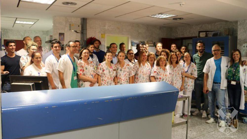 El Hospital de La Candelaria recibe la visita de los jugadores del CD Tenerife