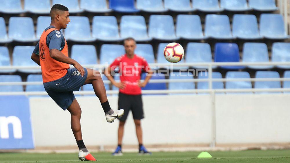 Bryan Acosta cumplirá 50 partidos con el CD Tenerife en el derbi canario