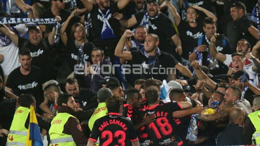 La UD Las Palmas y el CD Tenerife empatan en un derbi canario con polémica