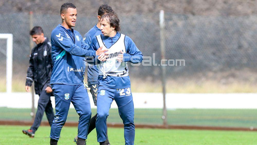 "Cámara: ""Si Acosta se va del CD Tenerife, ojalá venga otro jugador del mismo nivel"""