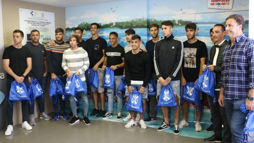 El CD Tenerife regala sonrisas en el HUC