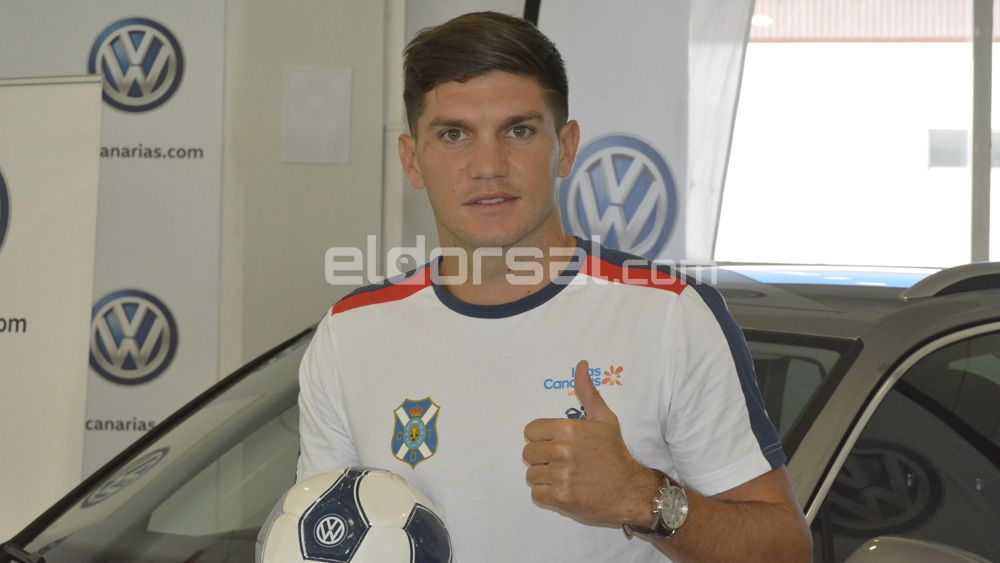 Así fue la presentación de Coniglio como nuevo jugador del CD Tenerife