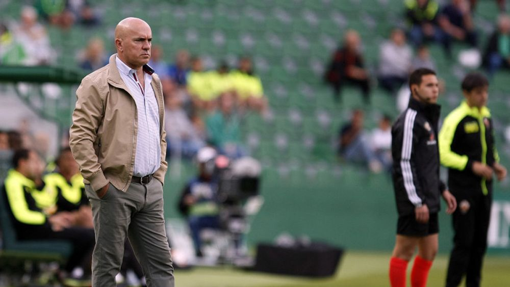 El entrenador del CD Tenerife Luis César Sampedro en el debut en Elche / @LaLiga