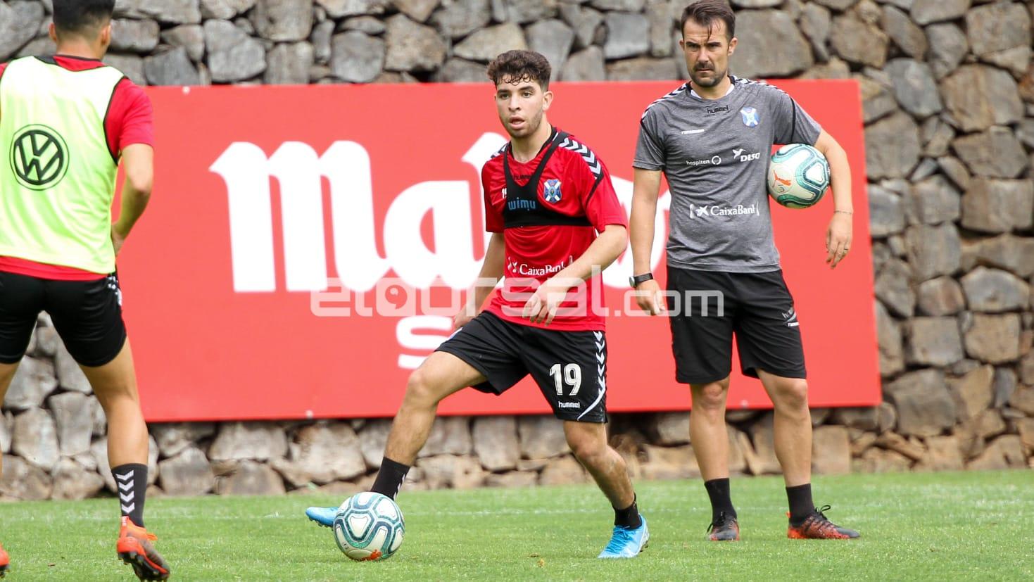 El jugador del CD Tenerife Samuel Shashoua / @jacfotografo