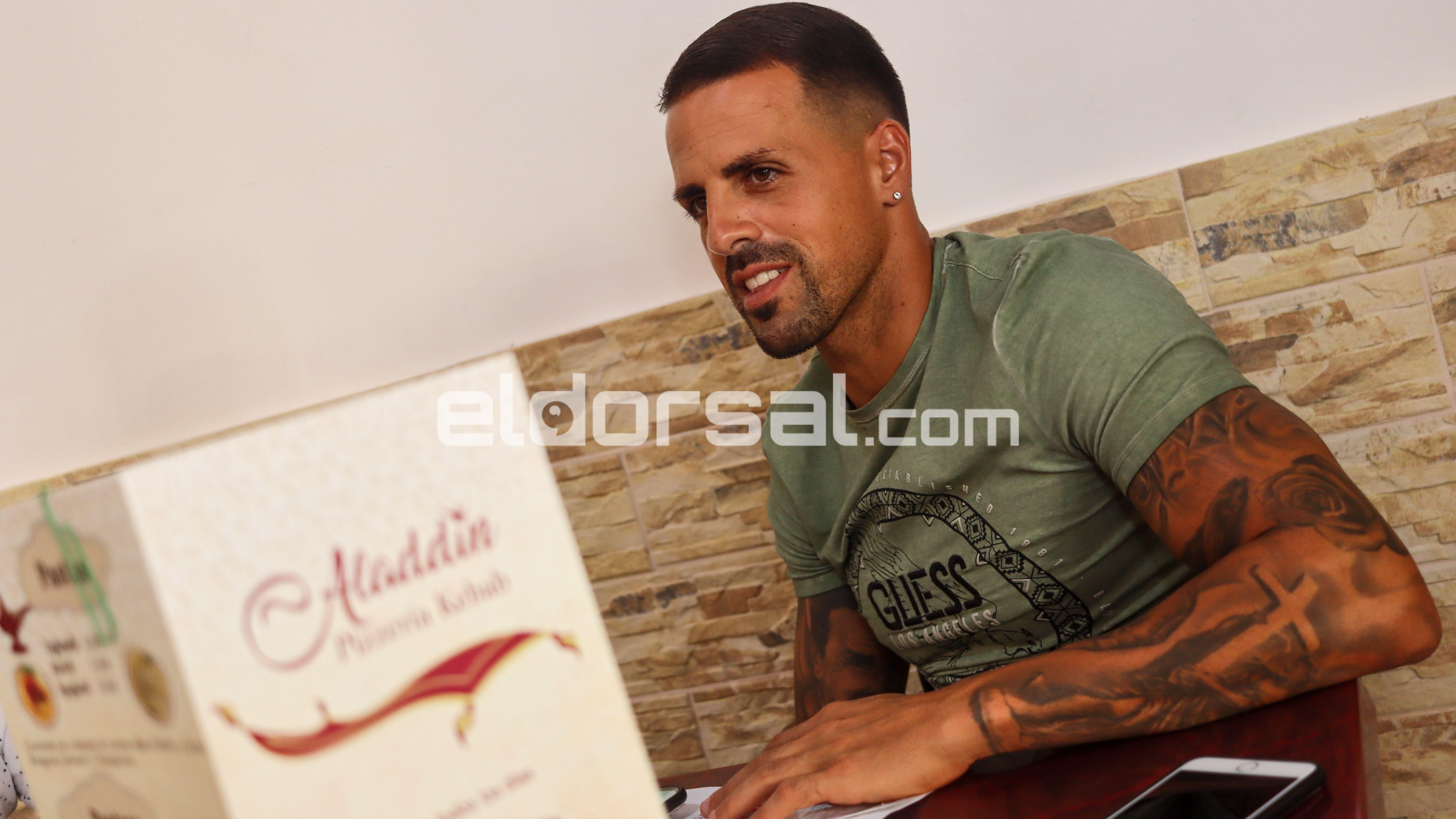 Vitolo exjugador CD Tenerife Pizzeria Aladdin