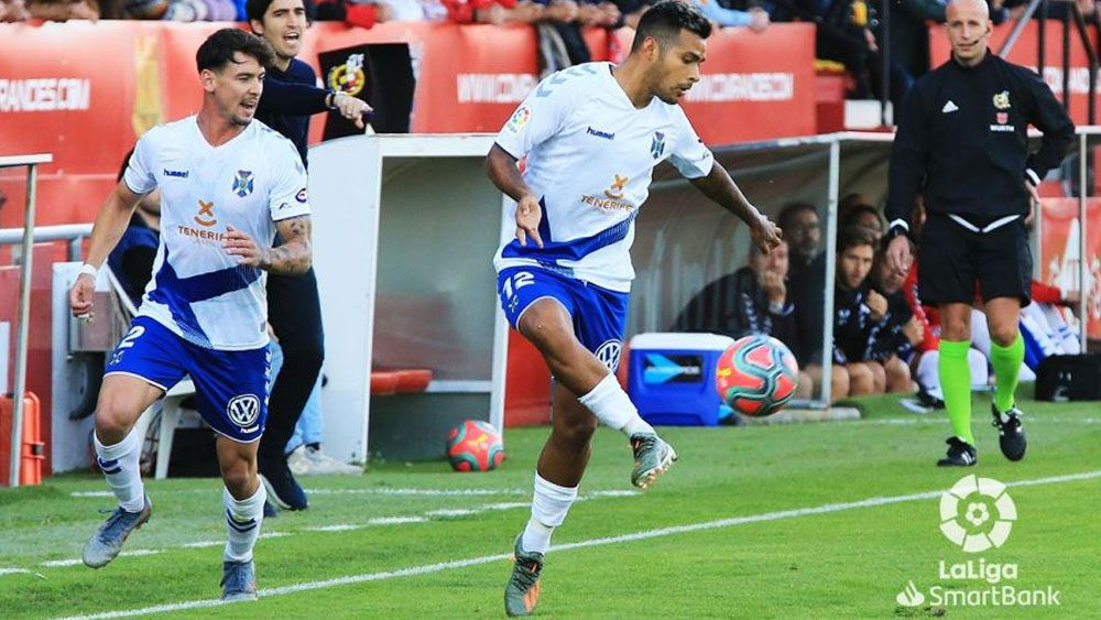 Nahuel Leiva CD Tenerife ante el CD Mirandés