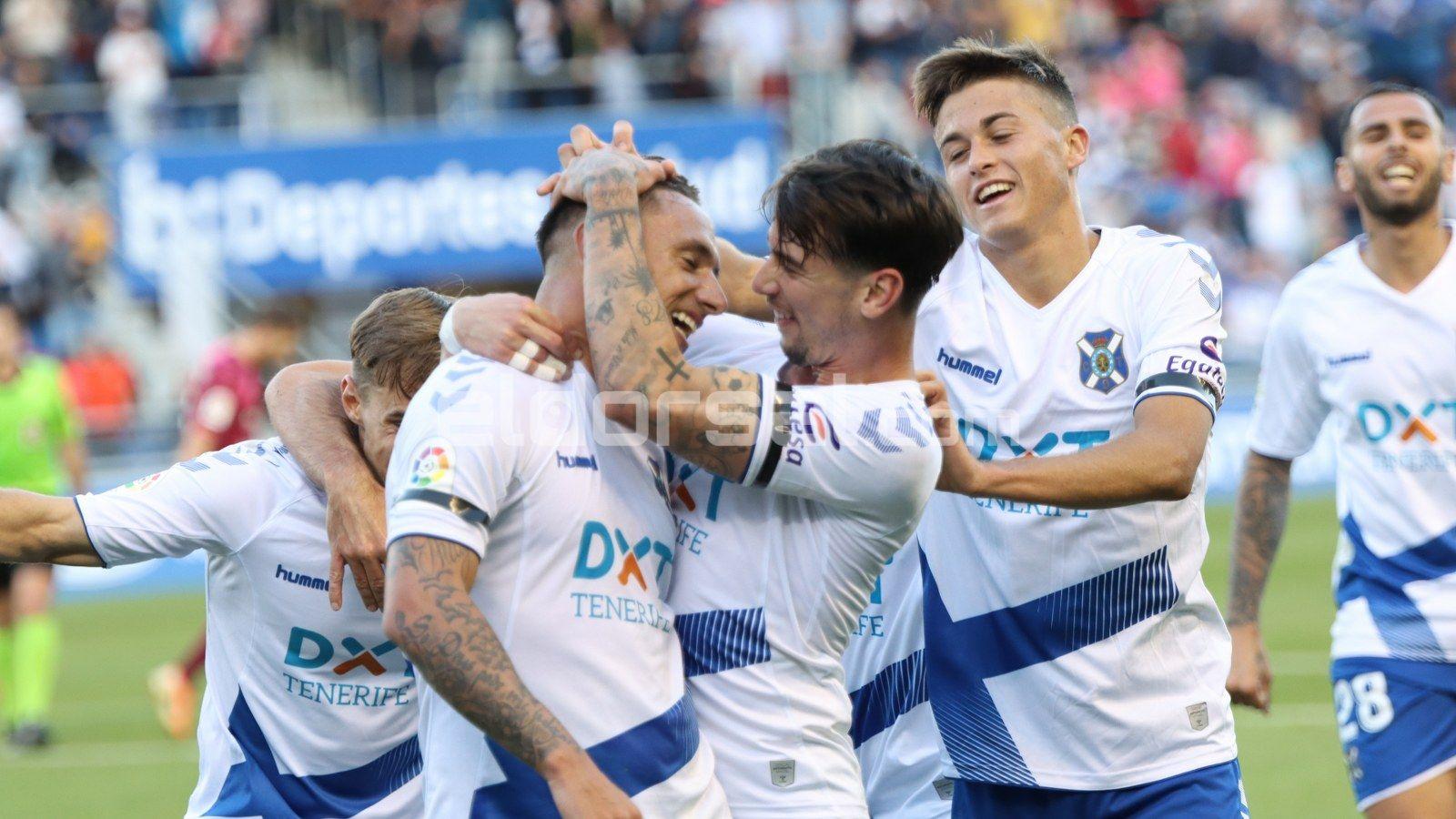 Suso celebra el gol junto a sus compañeros | @jacfotografo