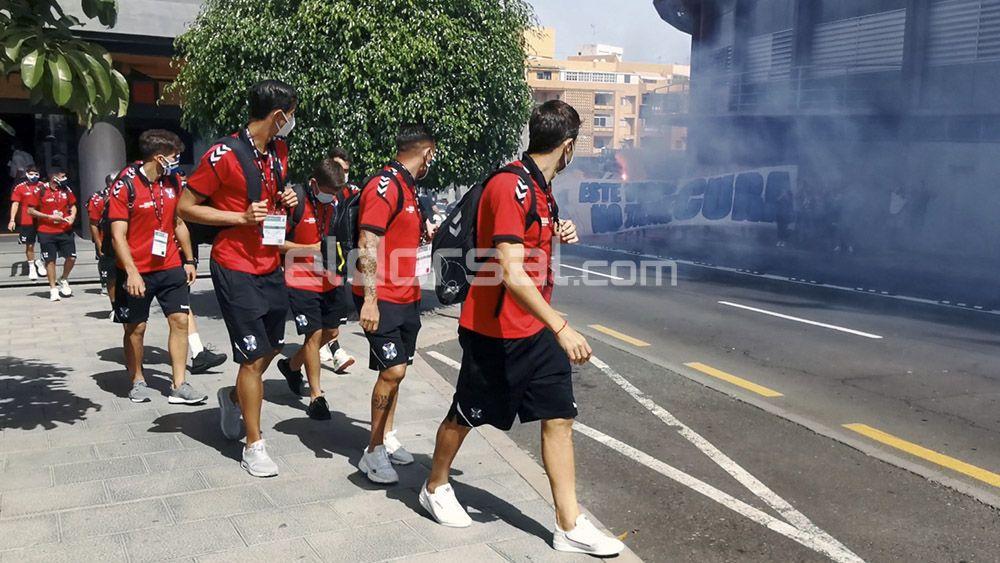 Recibimiento afición CD Tenerife Deportivo