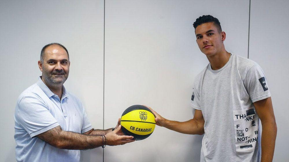Aniano Cabrera y Alberto Cabrera en la ampliación de contrato