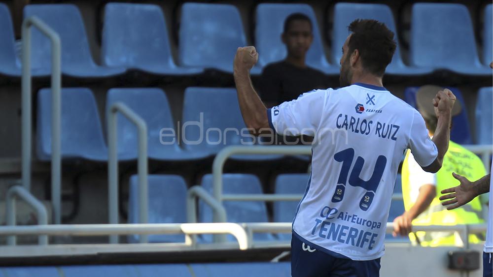 Carlos Ruiz , CD Tenerife, celebra el gol ante el Valladolid