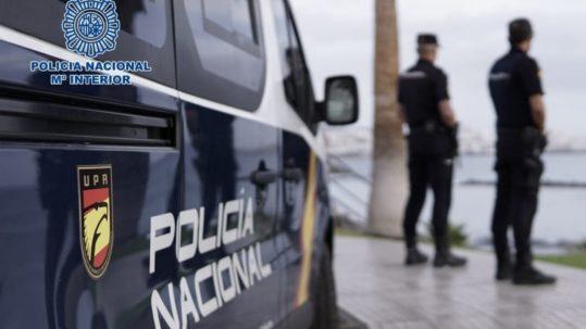 Roba 1.265 euros y es detenido