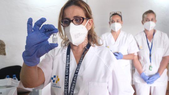 población diana de Canarias recibe vacuna