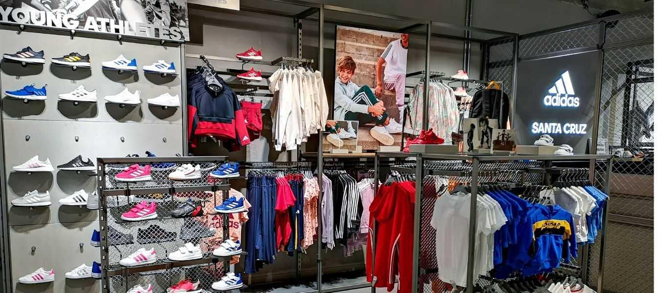 La nueva tienda de Adidas Santa Cruz se adapta a la marca internacional alemana y asemeja los cimientos de un estadio